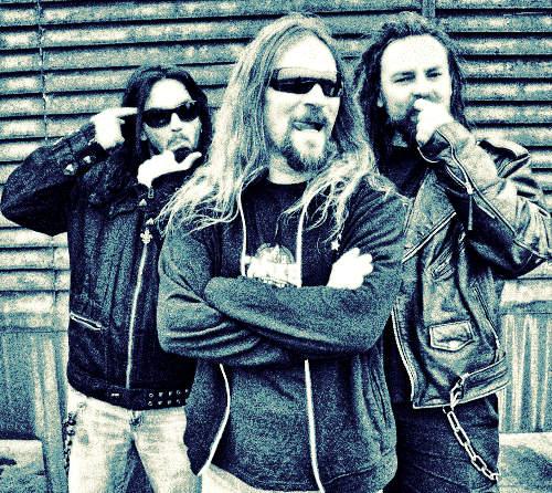 54642467d06c Jubileumi turnéjukat a nyers rock and roll járja át, azonban a  negyedszázados banda tagjai haladnak a korral és nem ...