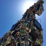 Trójai faló-szobor készült vírussal fertőzött eszközökből