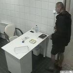 Nyilvános illemhelyről loptt mobilt – keresik