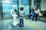 Humanoid robotot tesztelnek a müncheni repülőtéren