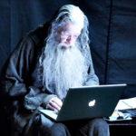 Az időseket érintő internetes csalások megelőzésére ajánl óvintézkedéseket az NMHH