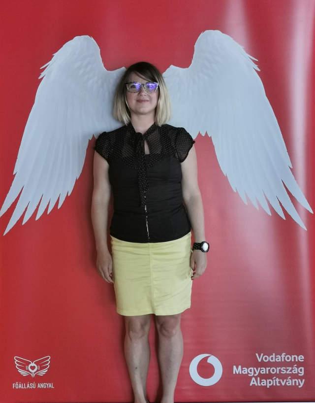 Váczi Dorka, akinek a fejéből nőttek ki a szárnyai