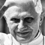 XVI. Benedek az interneten kísérte figyelemmel bátyja temetését