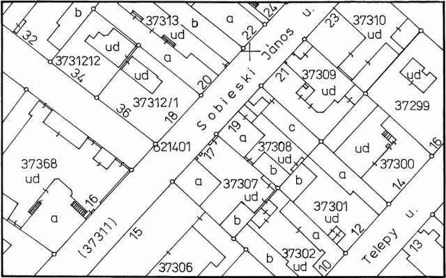 Kataszteri térképrészlet. Jellemzője a birtokhatárok és épületek nagypontosságú, egyszínű alaprajzi ábrázolása, geodéziai mérések alapján.