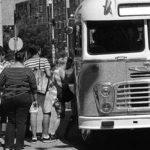 Biztonságosabb és még olcsóbb is telefonon megvenni a buszjegyet, bérletet